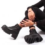 Siyah Kalin Tabanli Botlar