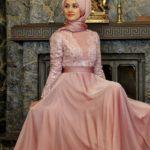 Pudra rengi tesettürlü abiye elbise