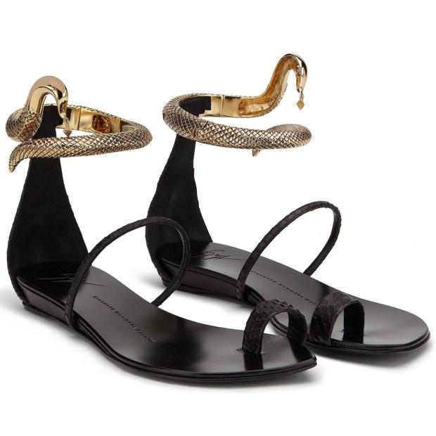 bilek detaylı sandalet modeli